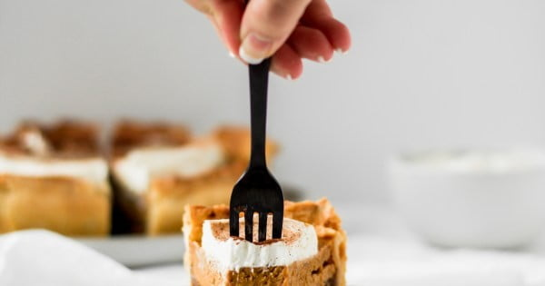 Pumpkin Apple Pie with Maple Whipped Cream #dessert #appleplie #recipe