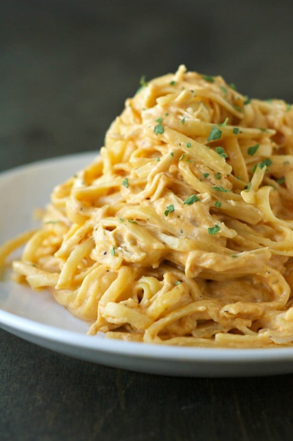 Slow Cooker Cheesy Buffalo Chicken Pasta #recipe #chicken #dinner