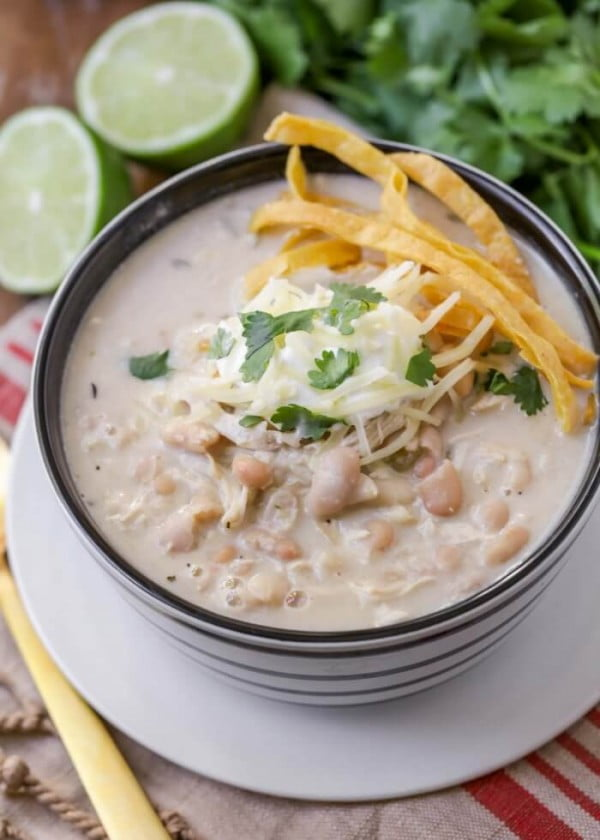 BEST White Chicken Chili Recipe (+VIDEO) #chicken #soup #dinner #recipe