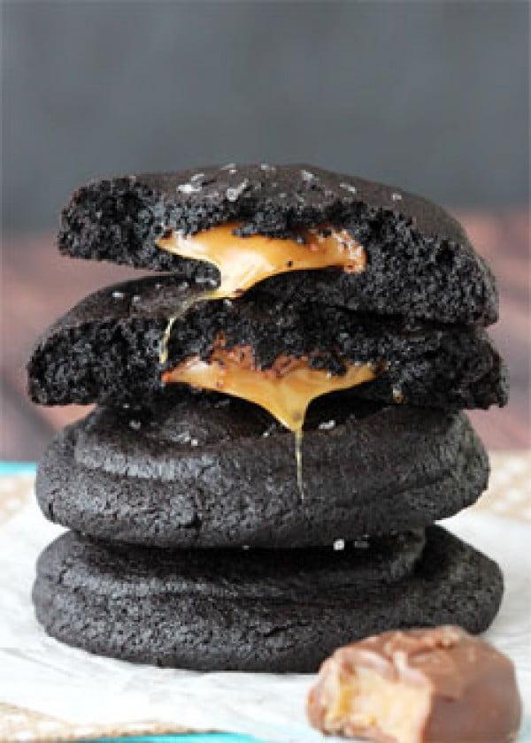 Salted Caramel Stuffed Chocolate Cookies #dessert #chocolate #cookies