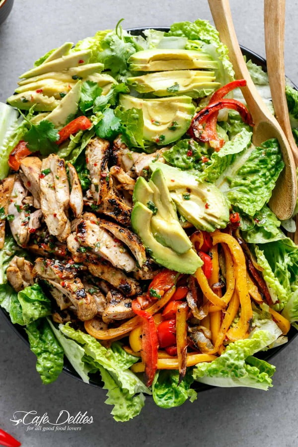 Grilled Chili Lime Chicken Fajita Salad (+ VIDEO) #recipe #salad #healthy