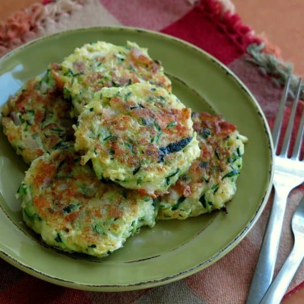 Zucchini Cakes with Feta and Red Onion #lowcalorie #recipe #dinner