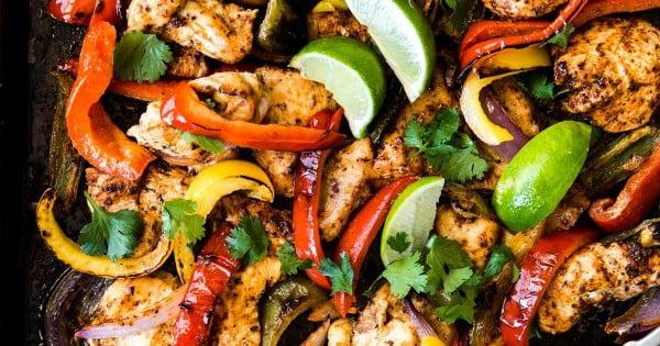 Sheet Pan Chicken Fajitas #onepan #recipe #dinner