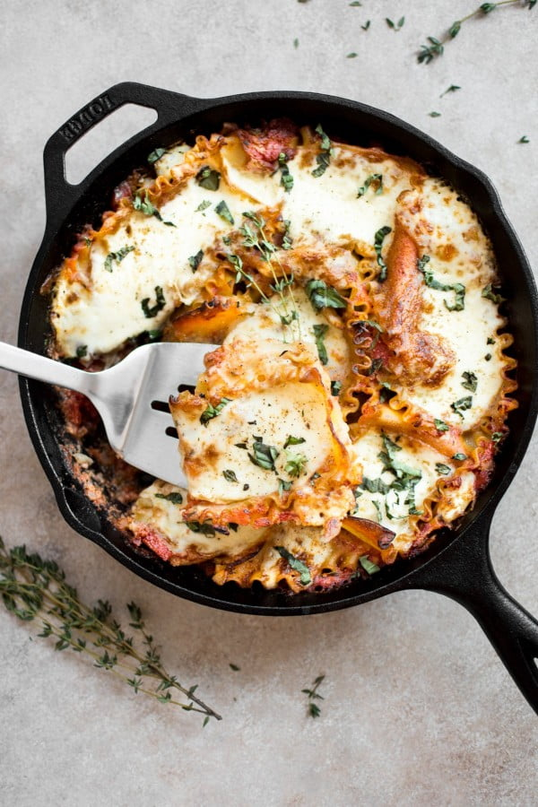 Healthy Caprese Skillet Lasagna #onepan #recipe #dinner