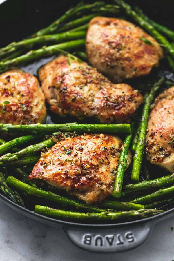 One Pan Garlic Herb Chicken and Asparagus #onepan #recipe #dinner
