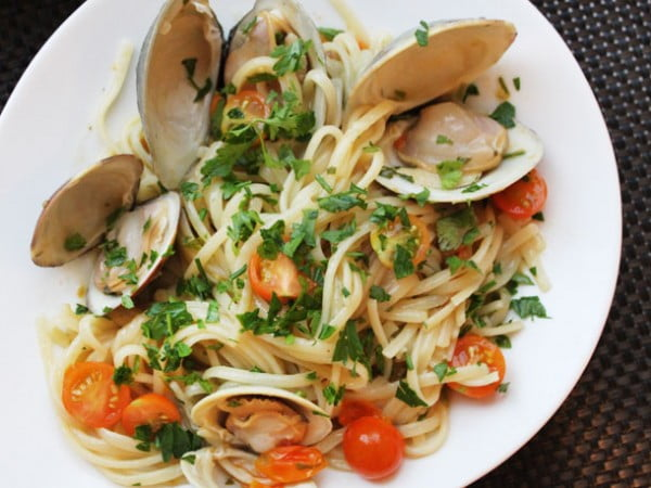 Clams with Linguini, Garlic, and Tomatoes Recipe #onepot #dinner #recipe
