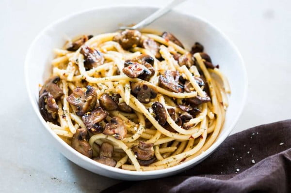 15 Minute Mushroom Spaghetti Aglio Olio #pasta #dinner #recipe