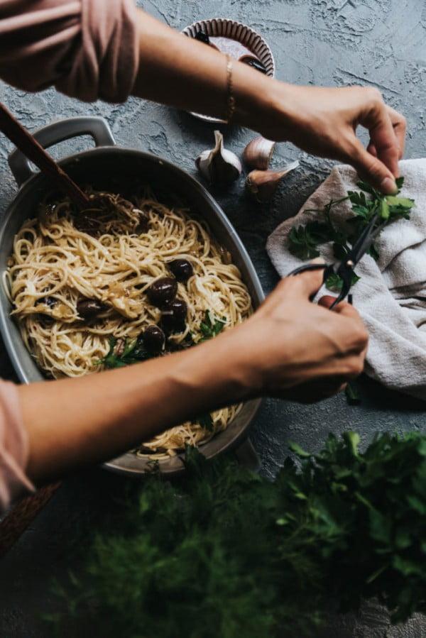 Vegan Creamy Garlicky Pasta #pasta #dinner #recipe