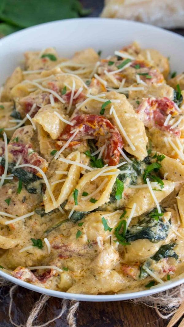 Instant Pot Tuscan Chicken Pasta (VIDEO) #pasta #dinner #recipe