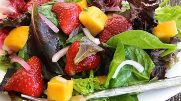 Mango Mesclun Salad Recipe #picnic #recipe #lunch