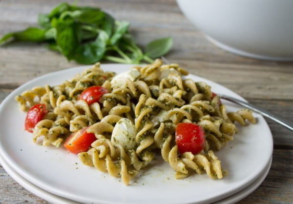 Caprese Pasta Salad with Hemp Pesto #picnic #recipe #lunch