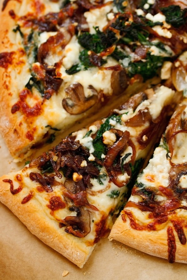 Caramelized Onion Feta Spinach Pizza with White Sauce Recipe #pizza #dinner #recipe