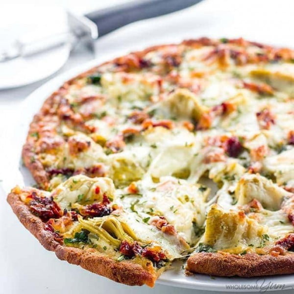 Artichoke Pizza Recipe with Spinach, Sun-Dried Tomatoes, & White Sauce (Low Carb, Gluten-free) #pizza #dinner #recipe