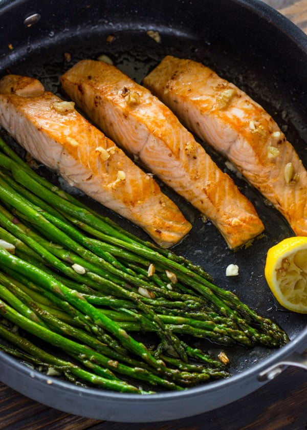 One Pan Lemon Garlic Salmon and Asparagus #dinner #recipe #smalldinner