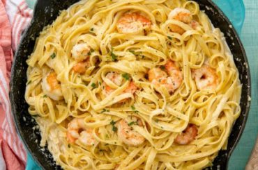 This Shrimp Fettuccine Alfredo Is A Weeknight Crowd-Pleaser #dinner #recipe #smalldinner