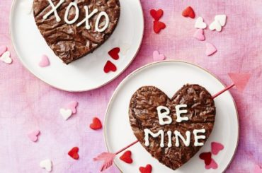 Sweet Valentine's Day Brownies You Can Bake in Minutes #romantic #recipe #dessert