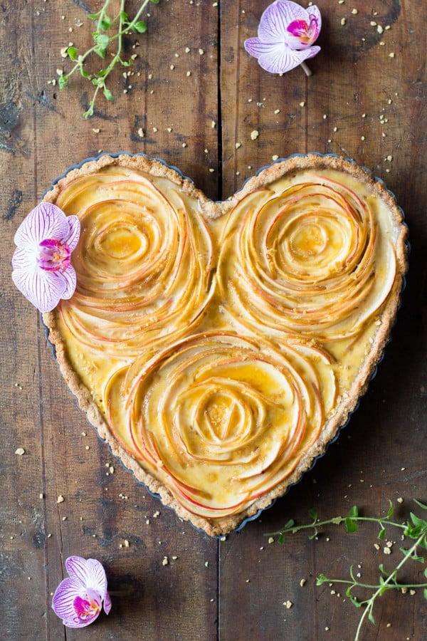 Valentine's Apple Rose Tart #romantic #recipe #dessert