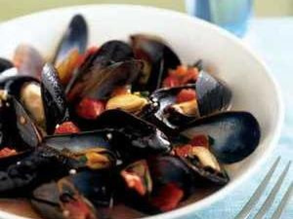 Mussels in Tomato-Wine Broth #seafood #dinner #recipe