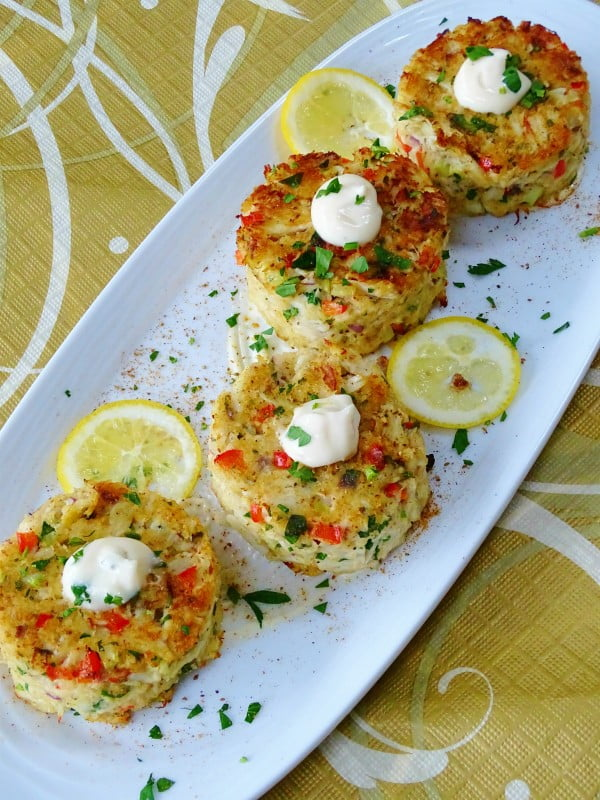 Baked Crab Cakes with Meyer Lemon Aioli - Proud Italian Cook #seafood #dinner #recipe