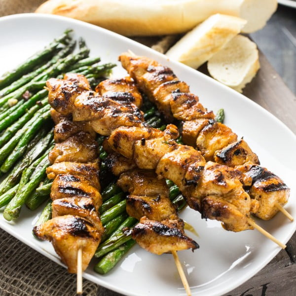 Spicy chicken skewers with roasted asparagus #chicken #spicy #dinner