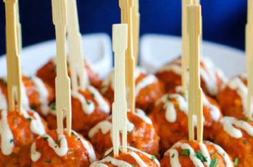 Slow Cooker Buffalo Chicken Meatballs #superbowlparty #snacks #recipe