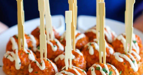 Slow Cooker Buffalo Chicken Meatballs #superbowlparty #snacks #recipe