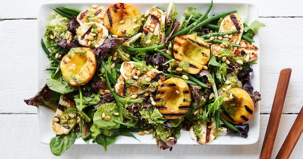 Grilled Peach and Halloumi Salad with Lemon-Pesto Dressing #vegetarian #dinner #healthyfood