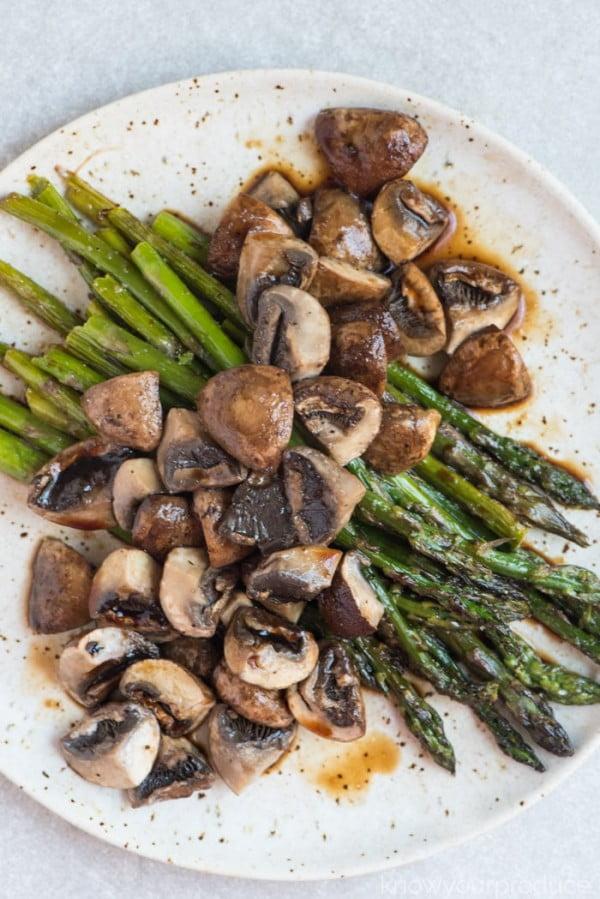 Roasted Asparagus and Mushrooms with Balsamic Vinegar #asparagus #sidedish #dinner #recipe #food