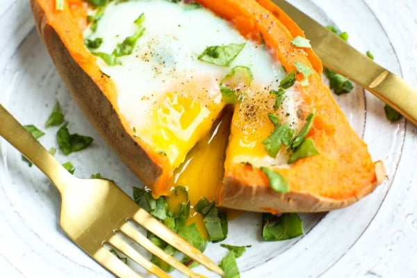 Baked Eggs and Spinach in Sweet Potato Boats #recipe #eggs #breakfast