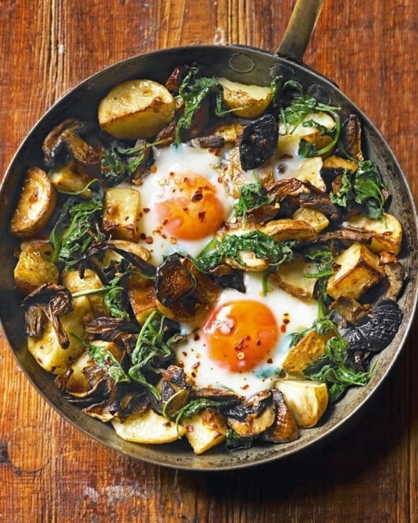 Baked eggs with mushrooms, potatoes, spinach and Gruyère #recipe #eggs #breakfast