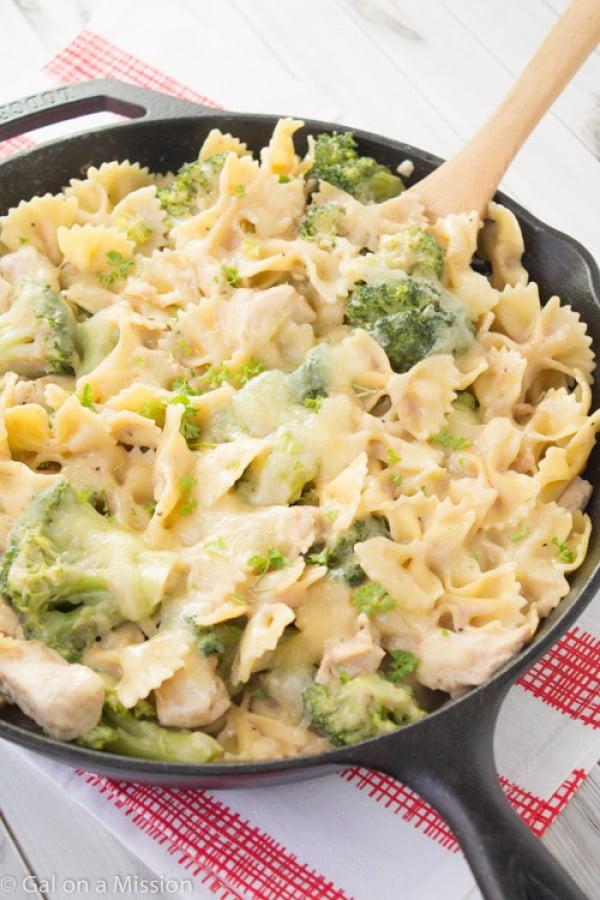 Chicken, Broccoli, & Pasta Skillet Casserole #recipe #broccoli #dinner #food