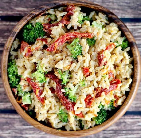 Creamy Rice with Sun-dried Tomatoes and Broccoli #recipe #broccoli #dinner #food