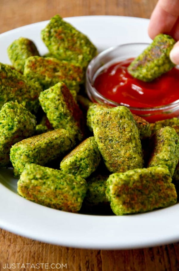 Easy Baked Broccoli Tots #recipe #broccoli #dinner #food