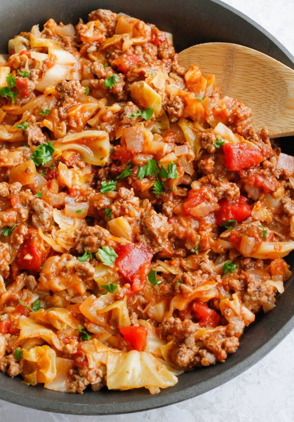 Amish One-Pan Ground Beef and Cabbage Skillet #cabbage #dinner #recipe #food