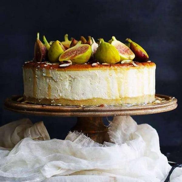 Italian Ricotta Cheesecake Recipe with Fresh Figs and Honey #dessert #cheesecake #recipe