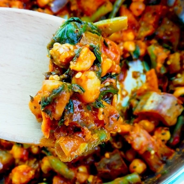 15-Minute Spicy Chickpea Skillet #chickpea #healthy #dinner