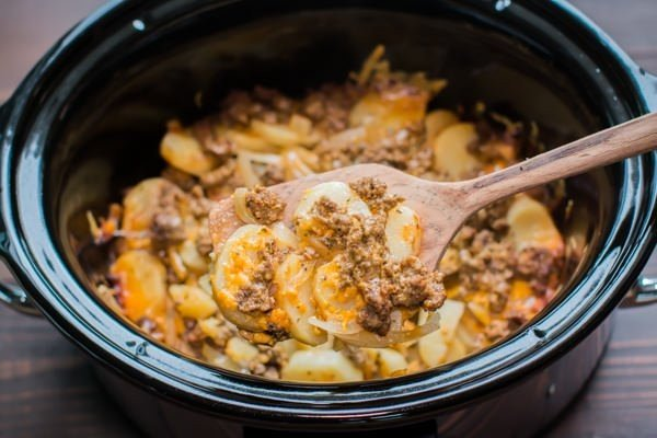 Slow Cooker Beef and Potato Au Gratin #crockpot #dinner #beef