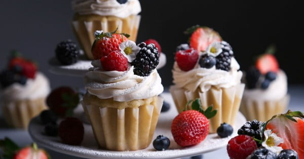 Vegan Vanilla Cupcakes with Fresh Berries #cupcakes #dessert #snack #food #recipe