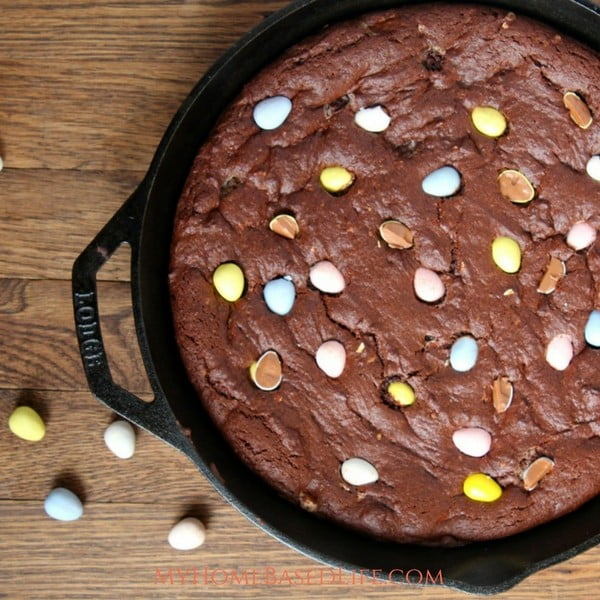 Cadbury Eggs Skillet Brownie Recipe #easter #dessert #food #recipe