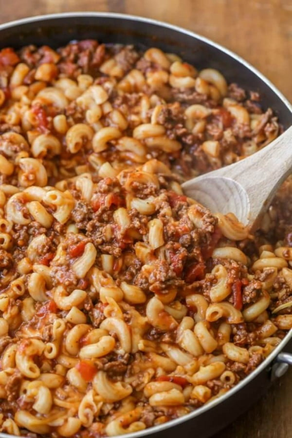 Easy Cheesy Beef Goulash Recipe (+VIDEO) #beef #dinner #recipe