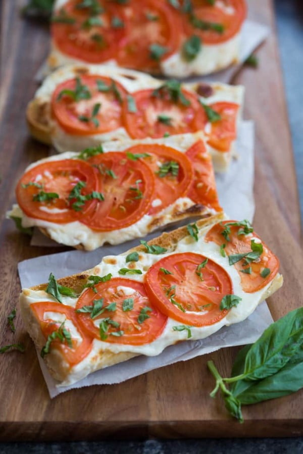 Tomato Basil Mozzarella Toasts #recipe #food #spring #dinner #healthy