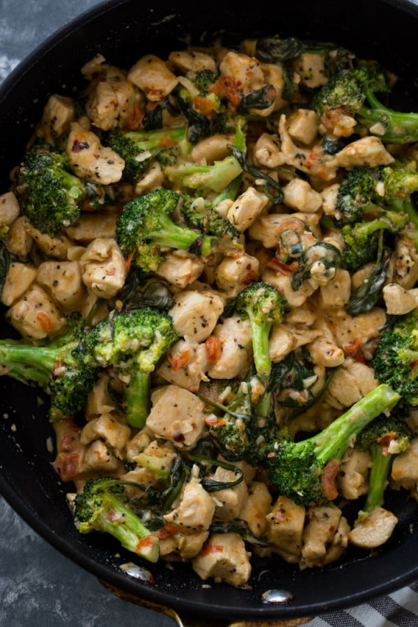 15 Minute Keto Garlic Chicken with Broccoli and Spinach #keto #healthy #dinner #recipe