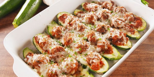 Meatball Zucchini Boats = Low-Carb Dinner Goals #meatballs #dinner #recipe
