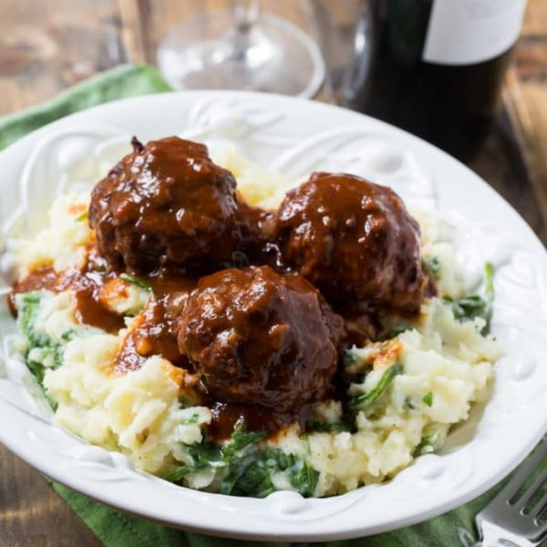 Braised Meatballs in Red Wine Gravy #meatballs #dinner #recipe