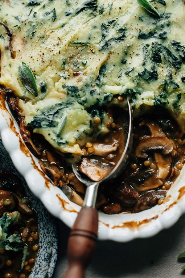 MUSHROOM GRAVY PIE WITH GARLICKY KALE MASHED POTATOES #recipe #potato #dinner