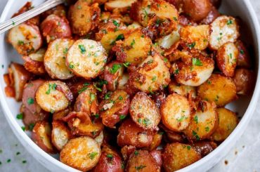 Roasted Garlic Butter Parmesan Potatoes #recipe #potato #dinner