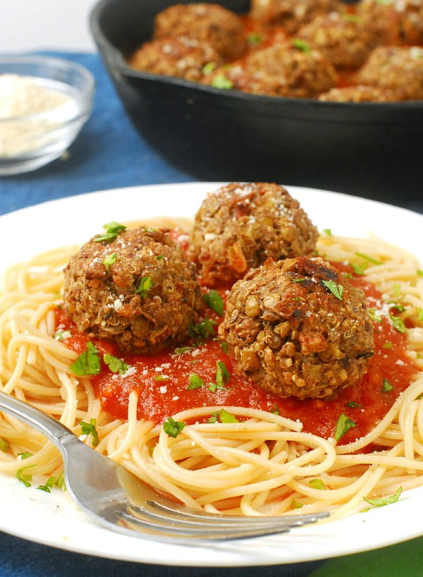 Vegetarian Lentil Quinoa Meatballs #quinoa #healthy #dinner #recipe