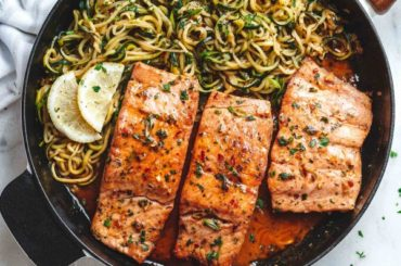 Lemon Garlic Butter Salmon with Zucchini Noodles #salmon #fish #food #dinner #recipe