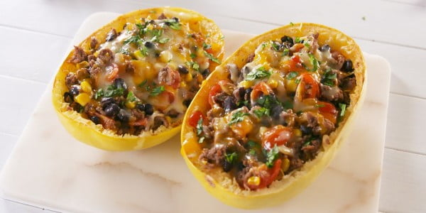 Burrito Spaghetti Squash Boats = Perfect Low-Carb Dinner #spaghetti #dinner #recipe #squash