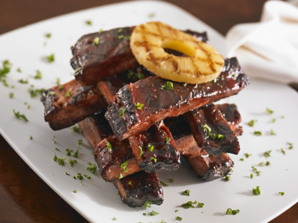 Spareribs Get a Sweet Note From Pineapple and a Sour Note From Vinegar #recipe #food #dinner #sweetandsour